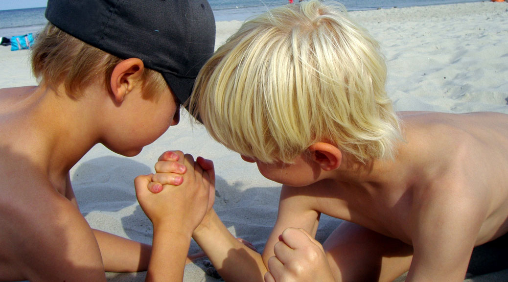 junge Männerfreunde